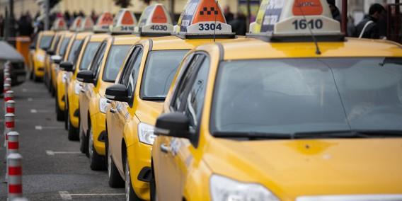 В Москве задержали таксиста, присвоившего почти 2 млн рублей