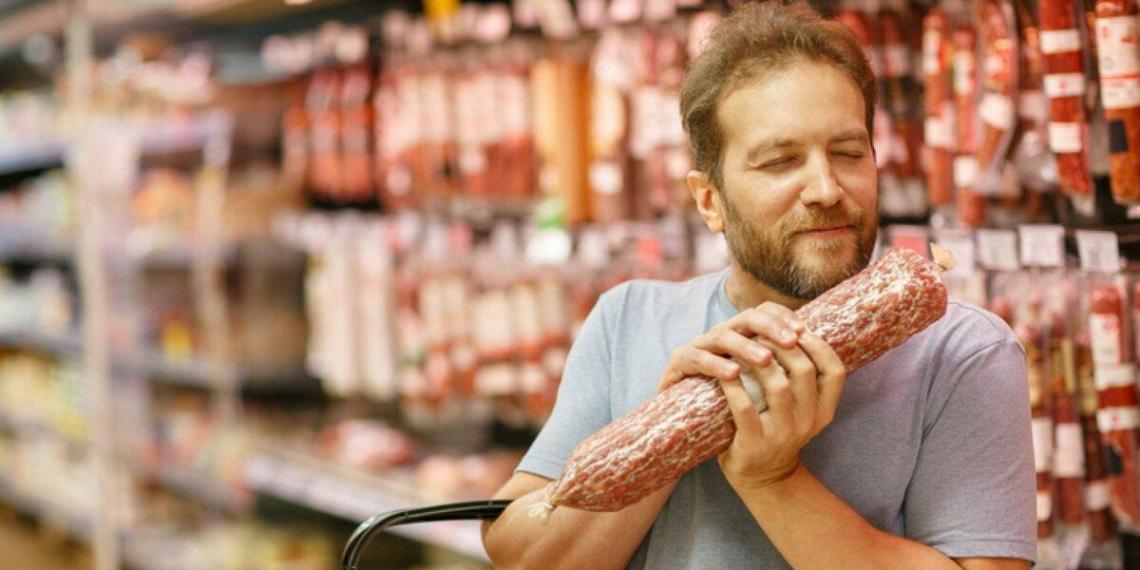 Проктолог достал из россиянина палку колбасы, которую тот засунул себе в зад