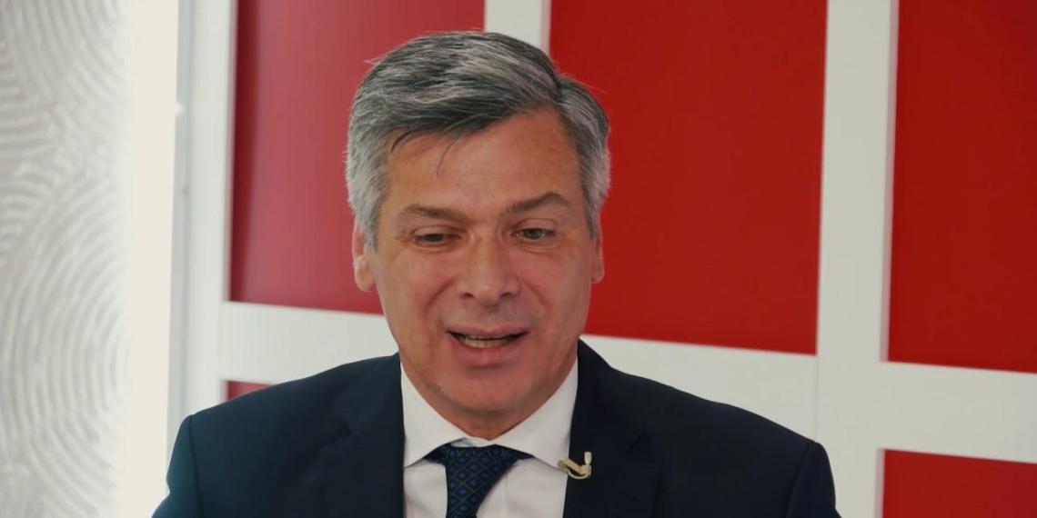 Пранкеры заставили красноярского чиновника объясниться за предложение дольщикам скинуться на достройку дома