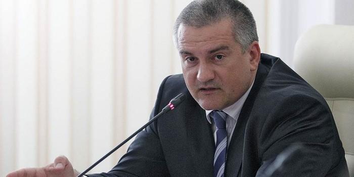 Аксенов назвал критиков из кабмина РФ метателями дерьма
