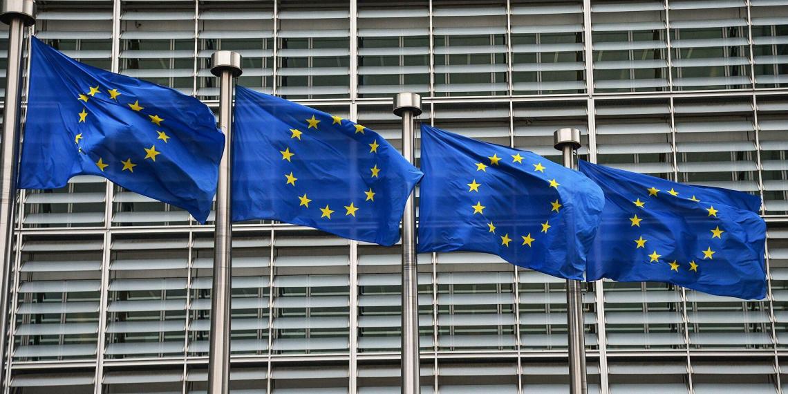 Еврокомиссия потребовала ввести санкции против Польши