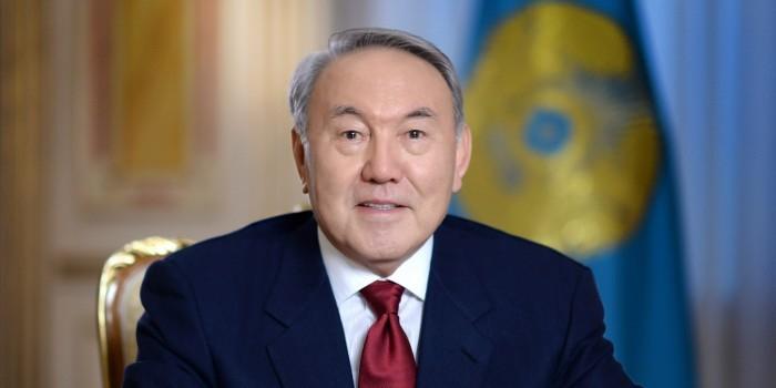 Назарбаев научил делать комплименты некрасивым женщинам