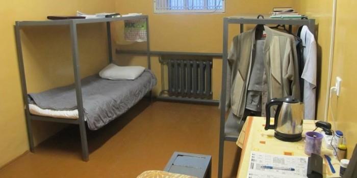 Генерала ФСИН поселили в тюремную камеру, похожую на номер в хостеле