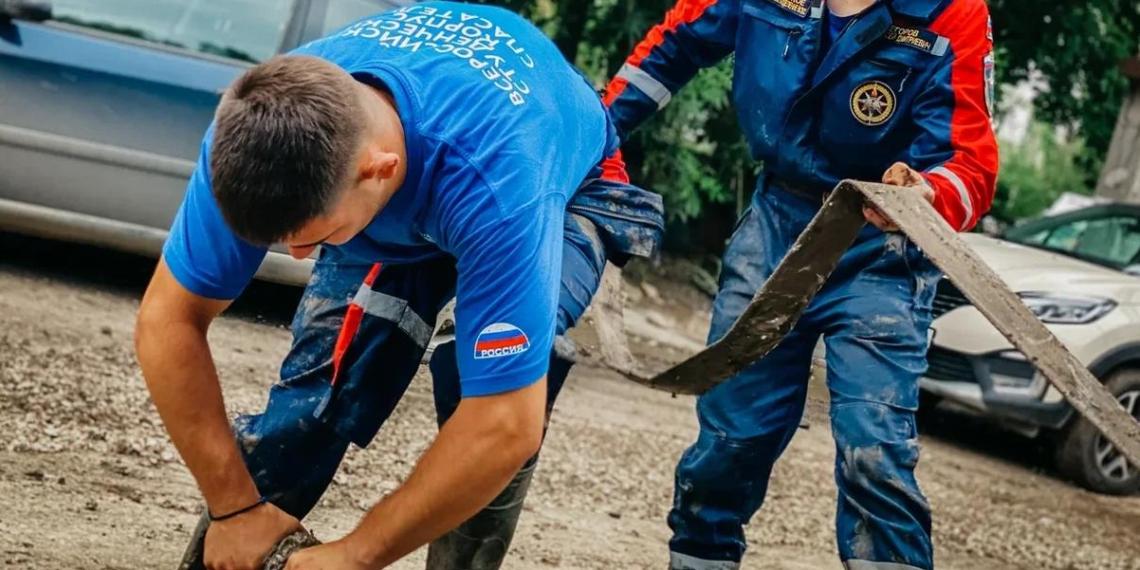 Студенты-спасатели ВСКС помогают пострадавшим в Крыму