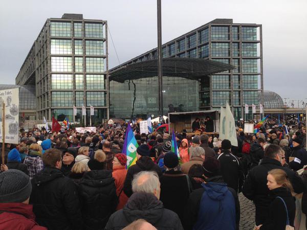 Митинг в Берлине против конфронтации с Россией собрал 4 тысячи участников