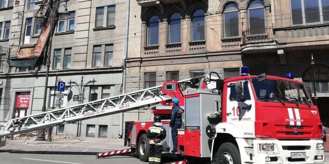 В Петербурге обрушились сразу четыре балкона исторического здания