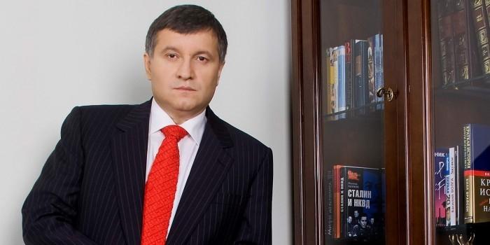 Аваков потребовал закрыть на Украине все отделения Сбербанка