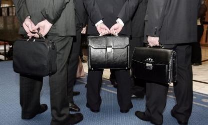 Средняя зарплата федеральных чиновников превысила 100 тысяч рублей