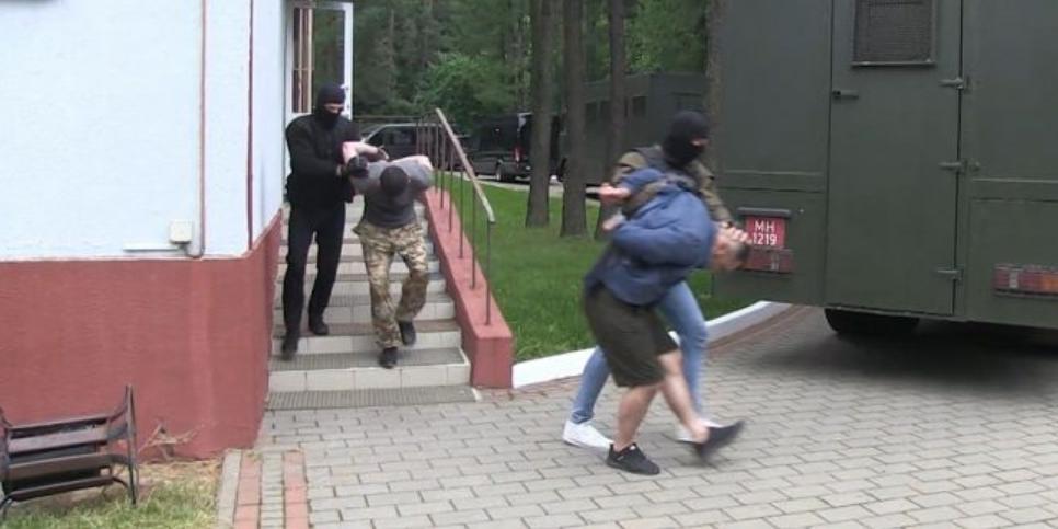 Минск попросил Киев проверить задержанных россиян напричастность кпреступлениям натерритории Украины