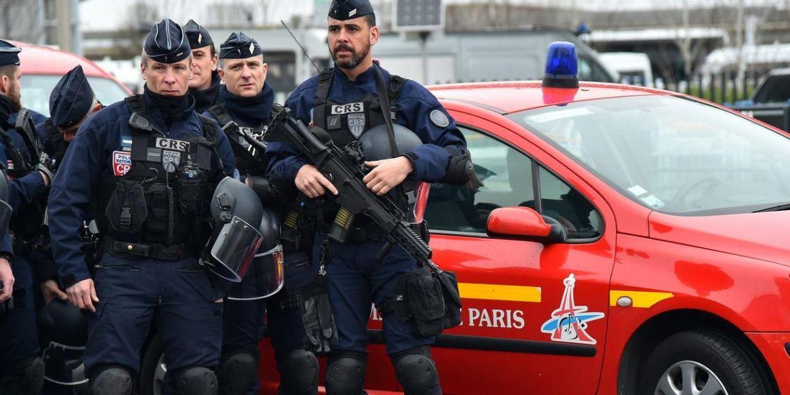 Во Франции задержали пятерых чеченцев по делу обезглавившего учителя Анзорова
