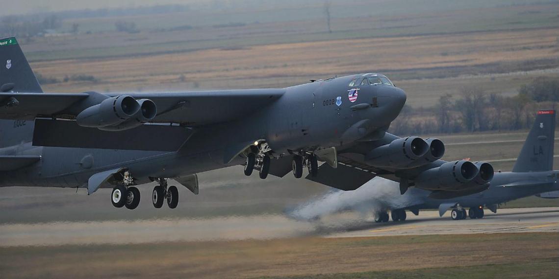 США перебросили в Европу четвертый стратегический бомбардировщик