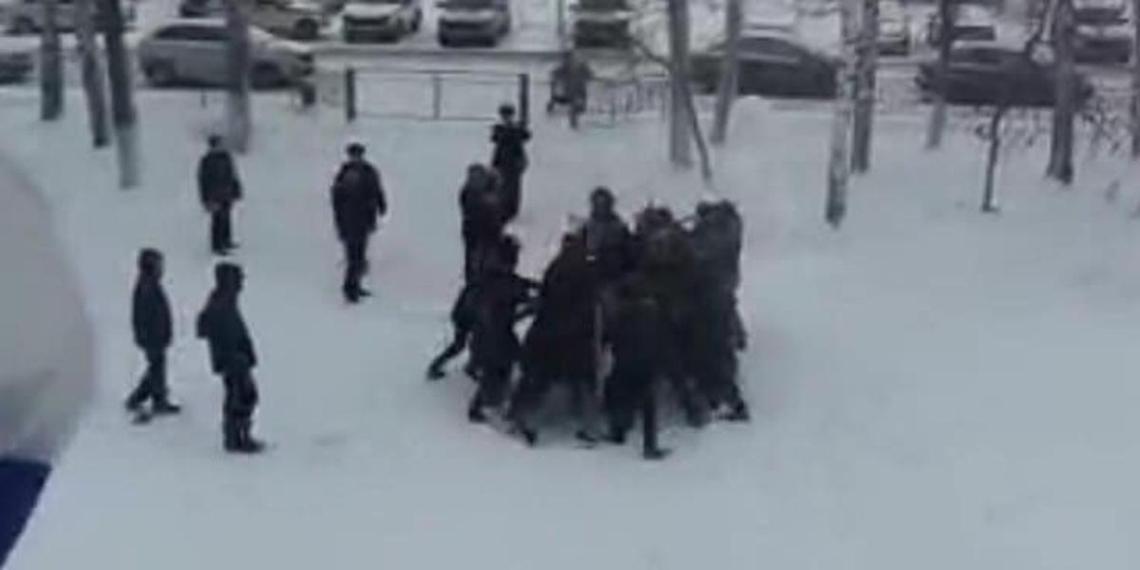 Главу МВД Татарстана наказали за учебный разгон митинга школьников