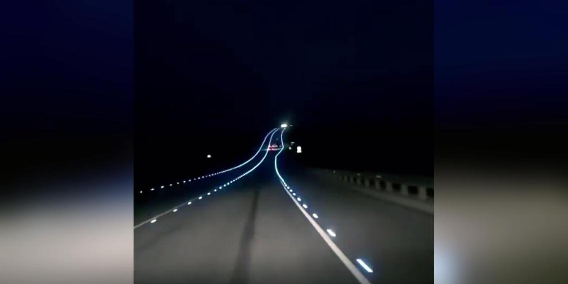 В сети показали футуристичную подсветку трассы под Воронежем