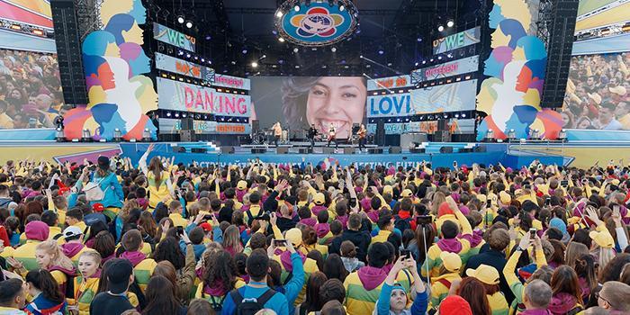 """""""Это было грандиозно!"""": отзывы зрителей церемонии открытия ВФМС-2017"""