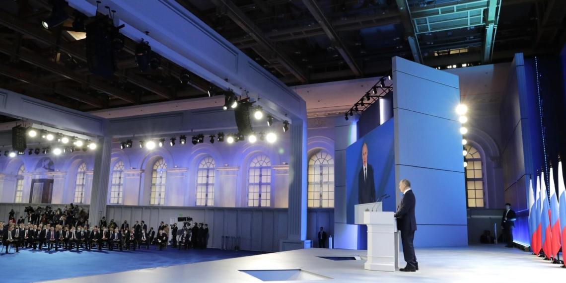Президент РФ предложил выплачивать беременным в сложных условиях 6350 руб. в месяц
