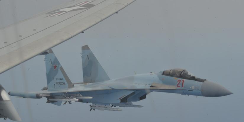 США показали перехват своего самолета-разведчика российскими Су-35