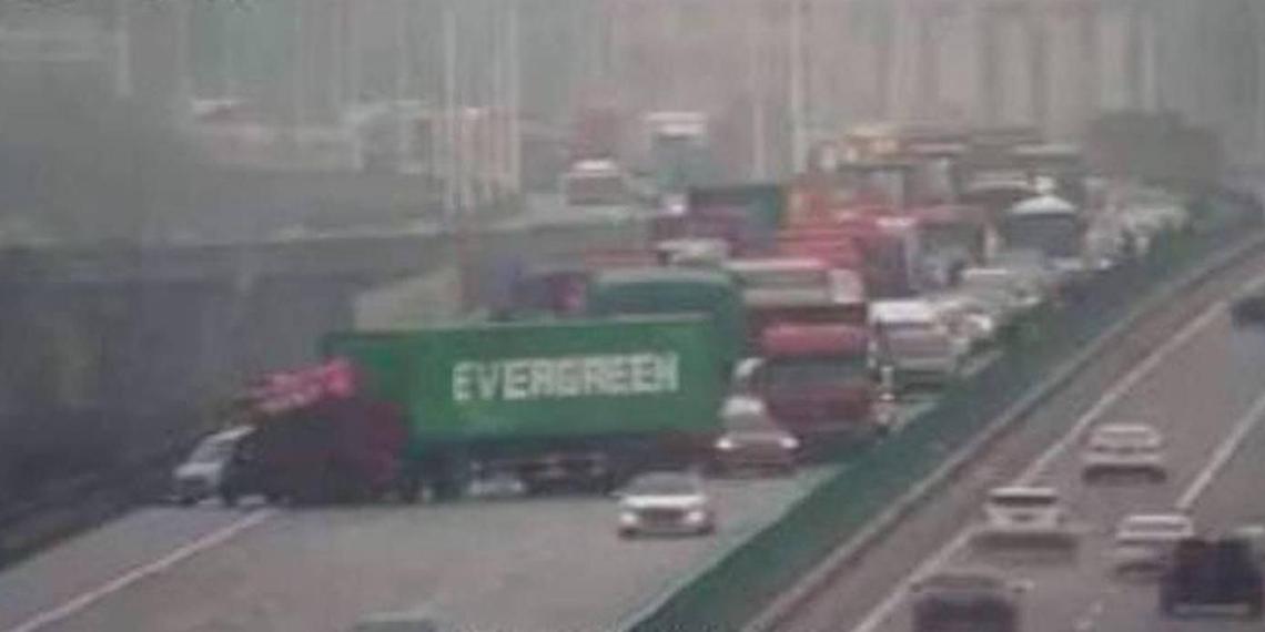 Компания Evergreen повторила на суше знаменитый маневр своего контейнеровоза