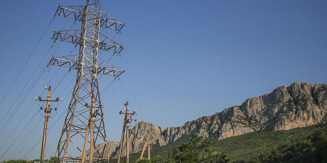 Специалисты сообщили о повреждении одной из четырех ниток энергомоста в Крым