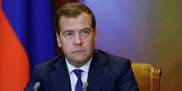 """Медведев потребовал от Грефа исполнить """"что было сказано"""""""