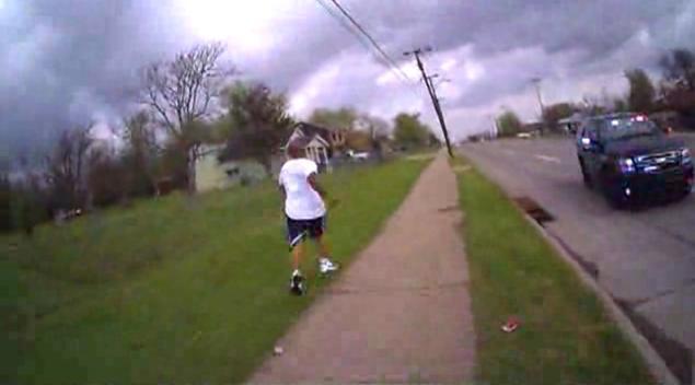 В США полицейский убил афроамериканца, перепутав пистолет с электрошокером