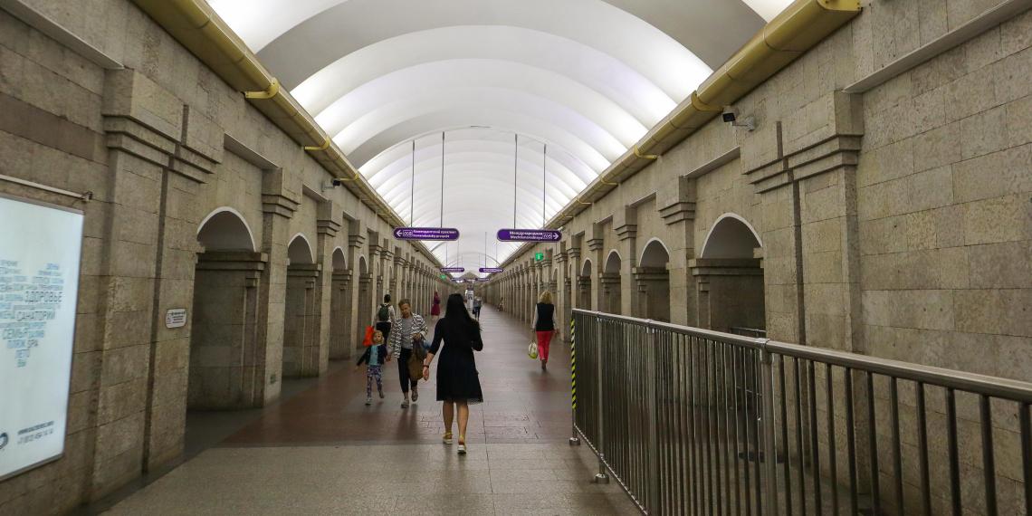 Россиянам запретят платить за метро и автобус без паспорта
