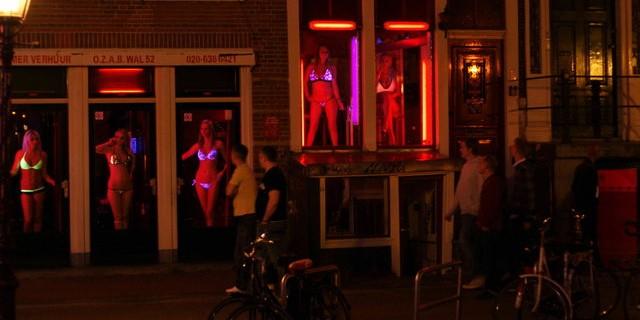 В Европе владельцев борделей обязали знать язык проституток