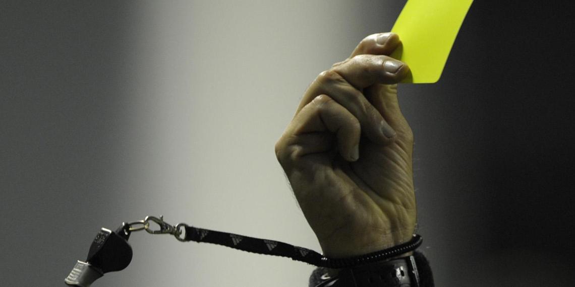 Футболисты чемпионата России больше не смогут аннулировать ошибочные желтые карточки