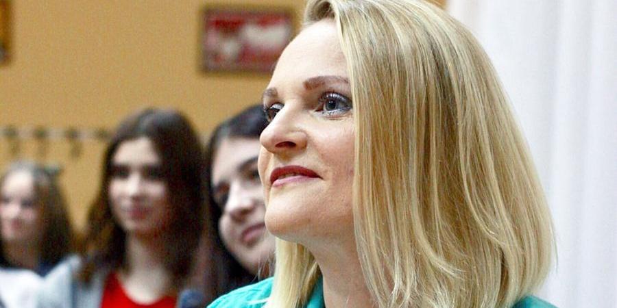 """Саратовскую чиновницу уволили после слов о """"скулящих"""" рожающих"""