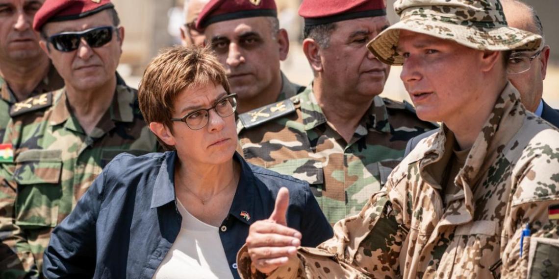 Министр обороны ФРГ решила говорить с Россией с позиции силы