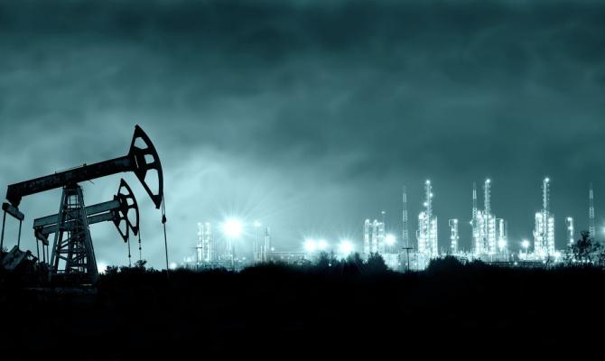 Эксперт: падение мировых цен на нефть устроили американцы