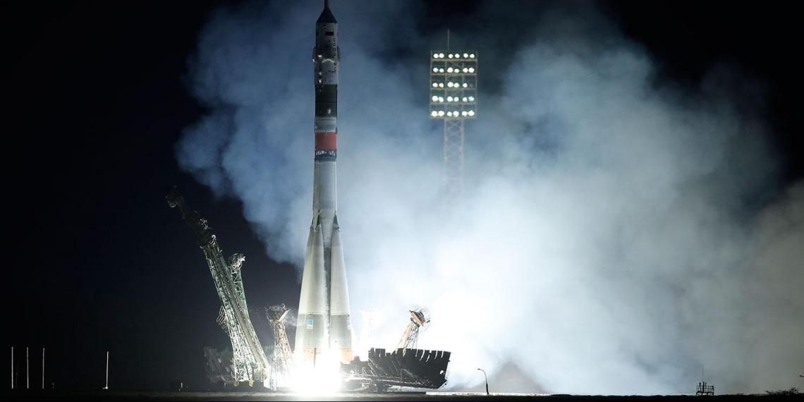 В России построят два космических корабля для туристов