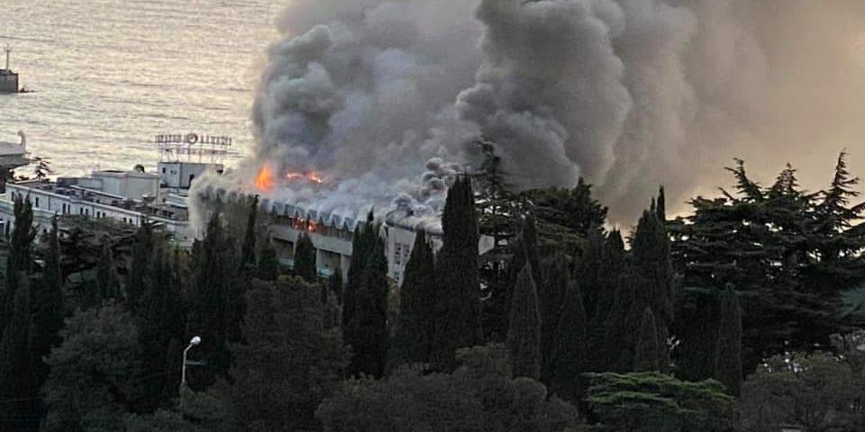 В Ялте произошел крупный пожар в санатории Минобороны