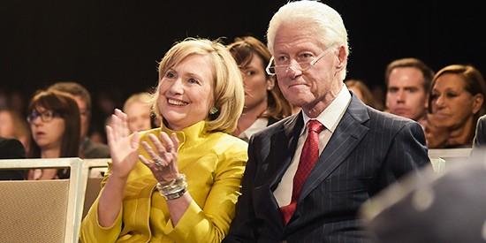 """ФБР заявило о """"лавине доказательств"""" против фонда Клинтонов"""