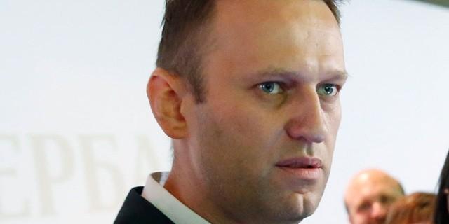 Жители Новосибирска закидали Навального яйцами