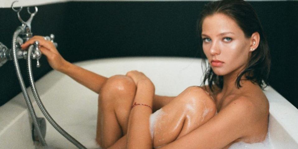 Беременная Алеся Кафельникова снялась без лифчика и трусов, показав огромный живот