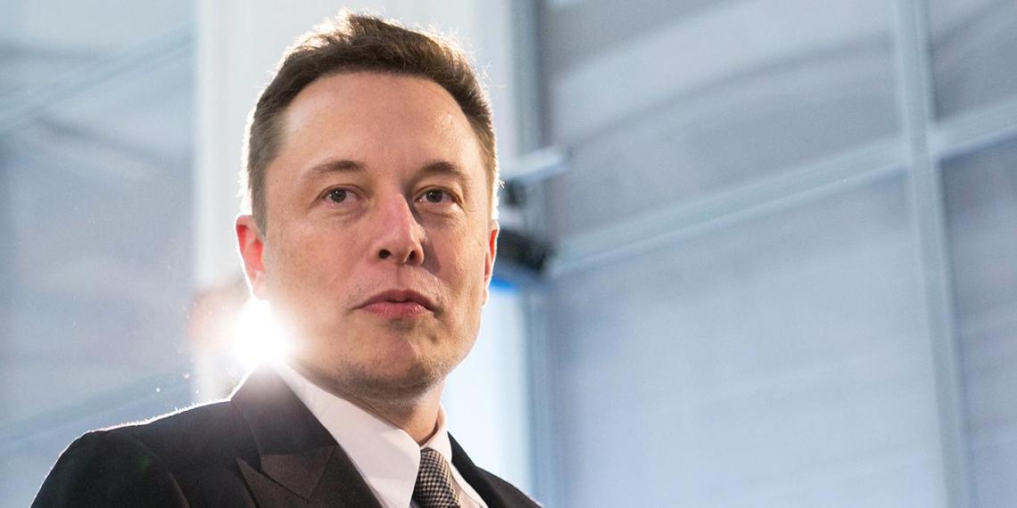 Сотрудники Tesla убеждали клиентов удалять критические отзывы о компании