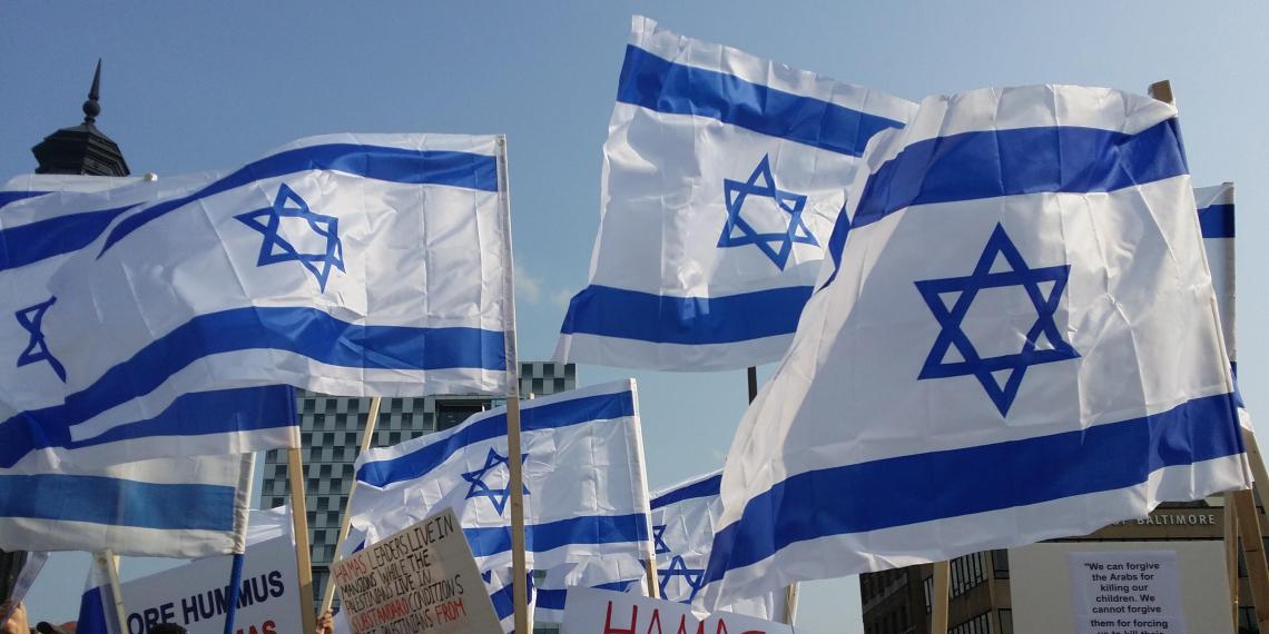 В Израиле протестующие выразили свой гнев, помахав огромными надувными пенисами