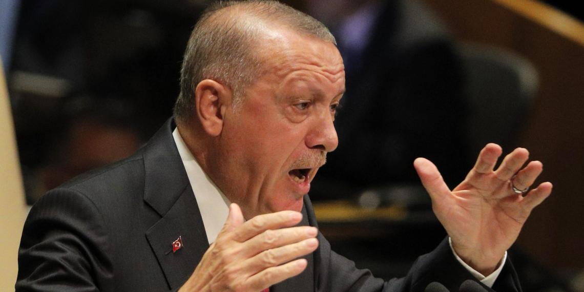 """""""Твое время вышло"""": Эрдоган обрушился с критикой на Макрона"""