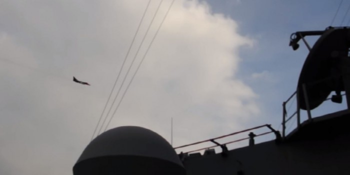 """ВМС США опубликовали подборку маневров российских самолетов вблизи эсминца """"Дональд Кук"""""""