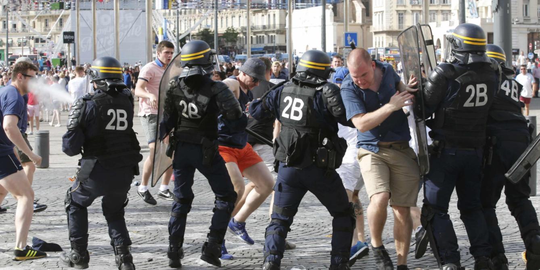 Российский футбольный фанат получил во Франции 10 лет за драку с англичанами