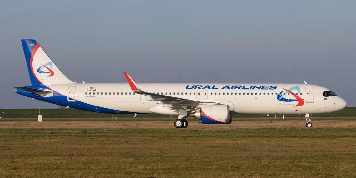 В Германии аэродромный тягач пробил российский самолет