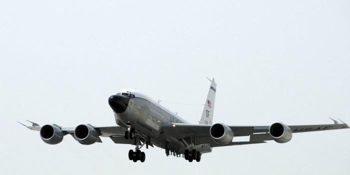 Военные Северного флота обнаружили самолет-разведчик США, летящий к Мурманску