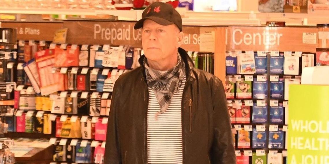 Брюса Уиллиса выгнали из аптеки из-за отсутствия маски