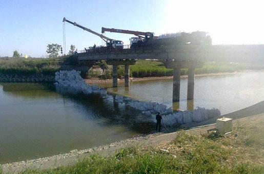 Украина возводит дамбу в русле Северо-Крымского канала